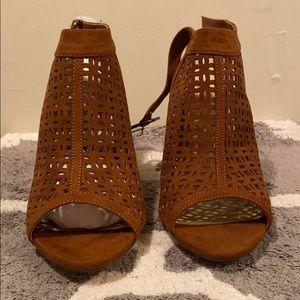 Brown/Tan Chunky Heel Shoes